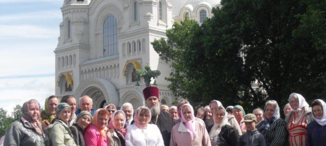 Жители Невельского благочиния совершили паломническую поездку к мощам Святителя Николая