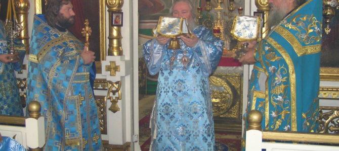 Епископ Великолукский и Невельский Сергий возглавил Божественную литургию в Свято-Троицком кафедральном соборе г.Невеля