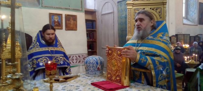 7 ноября, в день иконы Божией Матери «Всех скорбящих радость», в Свято-Троицком храме г.Себеж прошла Божественная литургия