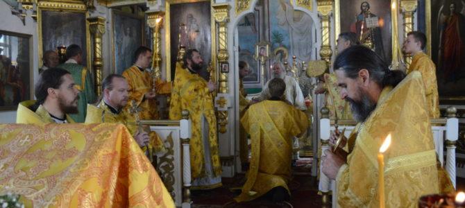 13 июля, в день собора славных и  всехвальных  12-ти апостолов, Божественную литургию в соборе Святой Троицы г.Невель возглавил епископ Великолукский и Невельский Сергий (Булатников)